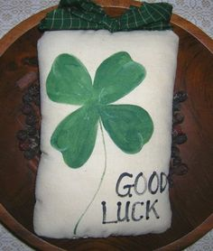 Primitive St Patrick's Day Lucky SHAMROCK Pillow Tuck Wall Hanging Hand Painted