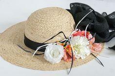 Cómo decorar un sombrero para el Derby de Kentucky