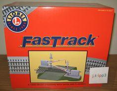 LIONEL 12062 GRADE RAILROAD TRAIN CROSSING FASTRACK GATES FLASHERS SOUND O GAUGE #Lionel
