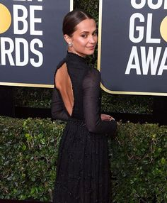 RÖDA MATTAN. Alicia Vikander strosade fram på Golden Globes röda matta i galaklänning från @louisvuitton. Match made in heaven. Se alla looks från galan på elle.se  #ellesverige #goldenglobes2018 via ELLE SWEDEN MAGAZINE official Instagram - #Beauty and #Fashion Inspiration - Beautiful #Dresses and #Shoes - Celebrities and Pop Culture - Latest Sales and Style News - Designer Handbags and Accessories - International Advertising Campaigns - Gifts and Bargain #Shopping Guide - Famous Luxury…