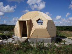 Prefab geodesic dome home: Modern prefab modular homes Green Building, Building A House, Natural Building, Building Plans, Prefab Modular Homes, Dome Structure, Geodesic Dome Homes, Dome House, Tiny House Cabin