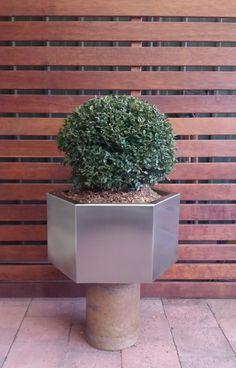 Hexagon design 40x40x 25cm high www.88urbanstyle.com.eu Container Plants, Planter Pots, Stainless Steel, Design, Potted Plants