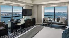 Grand Hyatt has 1628 guest rooms with beautiful bay view.