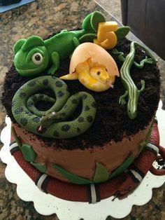 Oh I Love Chocolate Cake! Along with Creepy, Crawly, and Cute Sugar Art Cake Top. Bug Birthday Cakes, Animal Birthday Cakes, King Birthday, Boy Birthday Parties, Birthday Cupcakes, 7th Birthday, Birthday Ideas, Reptiles, Lizard Cake
