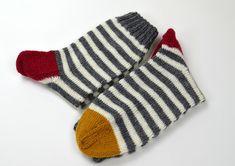 socks & co Crochet Socks, Knitting Socks, Hand Knitting, Knit Crochet, Knitting Paterns, Knitting Projects, Woolen Socks, Funky Socks, Cute Scarfs