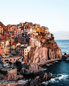 Manarola is our favourite Cinque Terre town. The best time for sunset is and it's so magical! Best Places To Travel, Places To Go, In 2019, Cinque Terre, Amazing Destinations, Budapest, Ash, Italy, Sunset