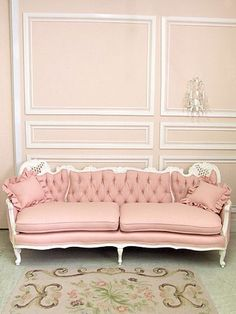 Shabby Vintage French Style Pink Linen Couch So so pretty Vintage Sofa, Shabby Chic Vintage, Shabby Chic Decor, Vintage Pink, Antique Couch, Pink Vintage Bedroom, Vintage Style, Retro Sofa, Fashion Vintage
