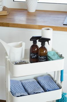 Ordnungswoche: An die Feudel, fertig , los! Es wird geputzt! Bath Caddy, Table, Furniture, Alter, Home Decor, Hacks, Blog, Organisation, Indoor