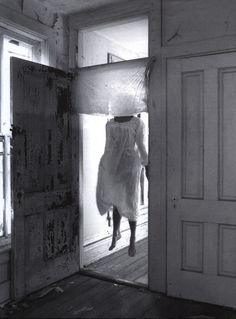 francesca woodman --- Not a ghost, but what if it was? How would you react if you saw her? Francesca Woodman, Images Terrifiantes, Creepy Pictures, Horror Pictures, Dark Photography, Black And White Pictures, Macabre, Occult, Dark Art