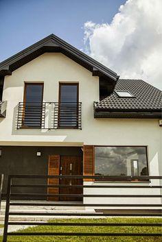 French Balcony, Bungalow House Design, Kuta, Home Fashion, Garage Doors, Mansions, House Styles, Outdoor Decor, Inspiration