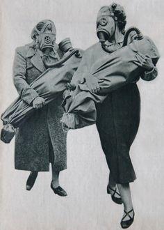 Francia csecsemő-gázvédelmi gyakorlat. Gázálarcos anyák, gázvédő zsákba burkolt csecsemőjükkel. In: Képes Vasárnap, 1939. július 2.Gas attac...