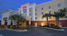 Hampton Inn & Suites Destin Sandestin Area Destin This Destin hotel is within a 15-minute walk of Miramar Beach. The hotel offers a hot daily breakfast, an outdoor  pool and free WiFi in every guest room.