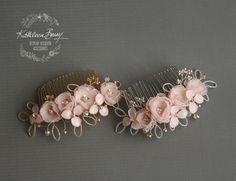 Rose gold Hair comb hairpiece blush pink por KathleenBarryJewelry