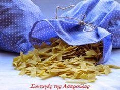 Χυλοπίτες σπιτικές, παραδοσιακές Ρούμελης | Συνταγές της Ασπρούλας Kitchen Recipes, Diy Kitchen, Snack Recipes, Dessert Recipes, Snacks, Desserts, Greek Beauty, Greek Recipes, Diy And Crafts