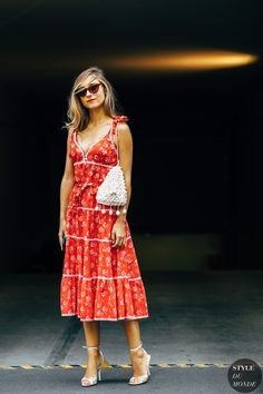 best=Milan SS 2019 Street Style Jenny Walton , Short prom dresses and high-low prom dresses are a flirty and fun prom dress option. Street Style Chic, Milan Fashion Week Street Style, Spring Street Style, Milan Fashion Weeks, Popular Dresses, Dresses For Teens, Modest Dresses, Star Fashion, Fashion Photo