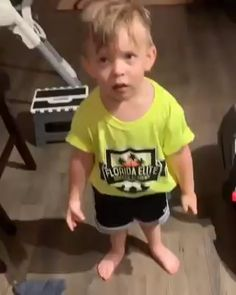 Kids Discover This video of this boy reporting his mom to his dad for not kissing him before she left for work - funny baby Funny Baby Memes Funny Video Memes Funny Relatable Memes Funny Jokes Hilarious Cute Funny Babies Funny Cute Cute Kids Funny Work Funny Baby Memes, Funny Video Memes, Funny Relatable Memes, Funny Jokes, Hilarious, Baby Humor, Funny Minion, Mom Jokes, Cute Funny Babies