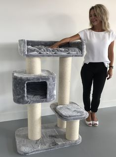 Cat tree for large cats Devon Rex Light Grey poles ca and cat scratching post activity centre for heavy or large cats. Cat Tree House, Cat House Diy, Chats Devon Rex, Cat Mansion, Grand Chat, Chat Maine Coon, Diy Cat Tree, Cat Trees, Cat Stands