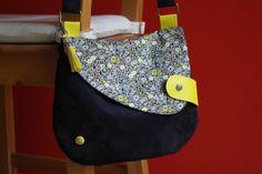 Couture sac modèle Eulalie de Mavada, en suédine, liberty et cuir - MaNaCa