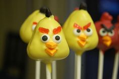 An actual how to on angry bird cakepops not just a picture! Made them for Ben's Playable angry birds cake bday) time consuming but everyone LOVED them Bird Birthday Parties, Birthday Celebrations, Birthday Ideas, Wilton Sprinkles, Wilton Candy Melts, Candy Eyeballs, Cupcake Cakes, Cupcakes, Angry Birds Cake