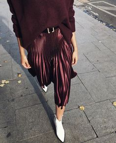 Source by debbelsss outfits burgundy Skirt Outfits, Chic Outfits, Fall Outfits, Fashion Outfits, Fashion Tips, Fashion Trends, Pleated Skirt Outfit, Fashion Quiz, Midi Skirts