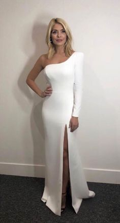 Holly Willoughby Legs, Holly Willoughby Outfits, Ice Dresses, Sexy Dresses, Evening Dresses, Cocktail Outfit, White Gowns, White Dress, Skirt Mini
