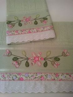 patch sofia e mel bebe Ribbon Embroidery, Embroidery Patterns, Machine Embroidery, Dish Towels, Hand Towels, Tea Towels, Sewing Crafts, Sewing Projects, Craft Ideas