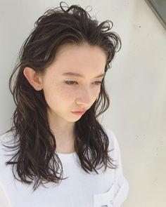 アーバンセミロング in 2019 Curly Perm, Long Curly Hair, Permed Hairstyles, Girl Hairstyles, Hair Inspo, Hair Inspiration, Medium Hair Styles, Curly Hair Styles, Hair Arrange