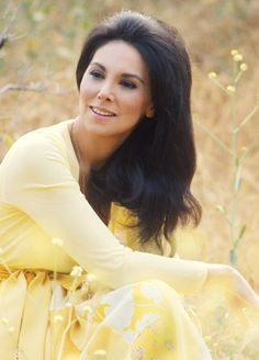 """Marlo Thomas as """"That Girl"""" in my absolute favorite 70's -- 80's TV show."""