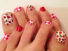 Summer picnic painted on your toes Pretty Toe Nails, Love Nails, Summer Toe Nails, Nailart, Different Nail Designs, Nails Only, Manicure And Pedicure, Pedicures, Toe Nail Designs