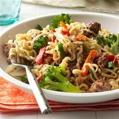 Asian Beef and Noodles Recipe -This colorful, economical stir-fry dish takes only five ingredients—all of which you're likely to have on hand. Serve with a dash of soy sauce and a side of pineapple slices. Or try ground turkey instead of beef! Beef Recipes Uk, Chinese Beef Recipes, Noodle Recipes, Ground Beef Recipes, Asian Recipes, Cooking Recipes, Fun Recipes, Chinese Food, Stir Fry Dishes