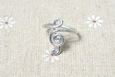 Excellent, simple tutorial on how to create this music note wire ring!