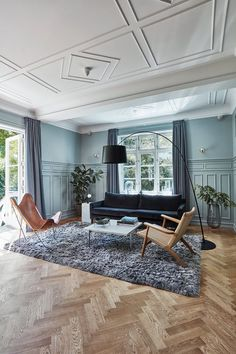 A stunning living room with impressive panels, ceiling and herringbone floor. The table is Danish design and it is designed by Poul Kjærholm. The large soft rug is a nice contrast to the floor, making the room seem cosy. Danish House, Herringbone Wood Floor, Beautiful Villas, Piece A Vivre, Living Room Flooring, Scandinavian Home, Danish Design, Danish Interior Design, Home And Living