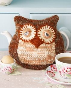 knit owl cosy.. by lupe