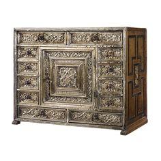 Испанский дуб и серебряный установила коллекционное шкафа<br>в 17-м веке и позже | много | Сотбис