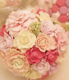 015//ハッピーカラーmixブーケ//さまざまなお色で、バラ、ラナンキュラス、シャクヤクなどたくさんの種類のお花をmixさせたラウンドブーケ