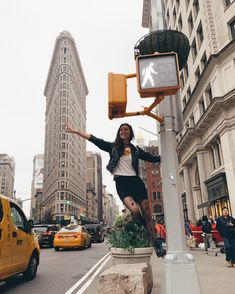 Excellent simple ideas for your inspiration New York City Pictures, New York Photos, Tmblr Girl, Nyc Pics, Shotting Photo, Foto Madrid, New York Outfits, New York Girls, New York City Travel