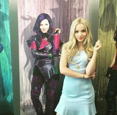 Dove Cameron As Mal From Descendants Disney Descendants Movie, Disney Channel Descendants, Descendants Cast, Liv Et Maddie, Dove Cameron Style, Mal And Evie, Disney Decendants, Cameron Boyce, Dave Cameron