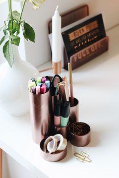 Auf der Suche nach günstiger und schöner Dekoration in Kupfer und Roségold? Ich habe ein günstiges und einfaches DIY für Kupferdeo für euch! DIY Kupfer Deko Dekoration Interior Einfach Günstig Blogger Projekt Mrs. Brightside