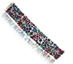 Bracelet Art Déco pierres de couleur et diamants mélangés avec cabochon rubis et saphir diamants taille baguette, et des feuilles émeraude cabochon sculptées, monté sur platine, vers 1925, Signé LACLOCHE - Vente Christie's (hva)