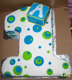 Number 1 with polka dots - Made for a baby First birthday BC icing with the polka dots in MMF... Made the box so that the Birthday boy could have that as his own cake to dig into.. Thanks for lookin.......
