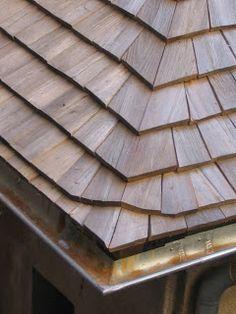 Description Les bardeliers sont porteurs d'une vieille tradition et sont engagés tout autant dans la construction des toits de bois d'a...
