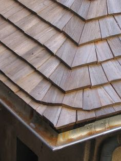 Best There Are Two Types Of Wood Roofing Shingles And Shakes 400 x 300