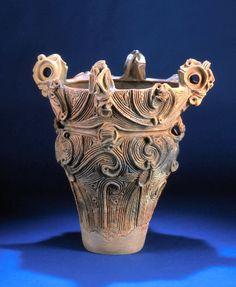 写真:群馬県道訓前遺跡出土の焼町土器(山梨県立考古博物館提供)