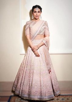 Karisma Kapoor looks like a pure royalty in this intricate chikankari lehenga from Manish Malhotra's Mijwan collection. It is every bit stylish with a hint of traditional touch. Manish Malhotra Lehenga, Bollywood Lehenga, Bollywood Outfits, Bollywood Fashion, Lehenga Choli, Lehenga White, Indian Lehenga, Sabyasachi, Indian Bridal Outfits