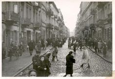 Daily life in the Warsaw ghetto. Photograph taken in 1941 by nurse Helmy Spethmann, who served as a nurse in Warsaw.