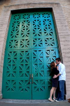 Palace of Fine Arts, San Francisco. Engagement photos, love, couples.