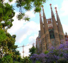 Barcelona na Wakacje i Długi weekend http://www.yougo.pl/przewodnik/22/przewodnik-po-barcelonie-wideo