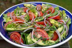 Salada Mista de Abacate, Tomate, Alface e Cebola