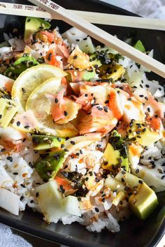 California Roll Sushi Bowl-Spending way too much on sushi? Super easy, healthy homemade sushi to the rescue with this California Roll Sushi Bowl Recipe! Sushi Recipes, Seafood Recipes, Asian Recipes, Cooking Recipes, Healthy Recipes, Dinner Recipes, Free Recipes, Easy Recipes, Ensalada Thai