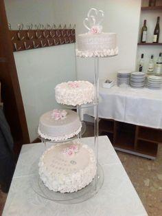 Hochzeitstorte auf vier Etagen mit Rüschen  und rosa Rosen Rosa Rose, Tiered Cakes, Fondant Cakes, Wedding Cakes
